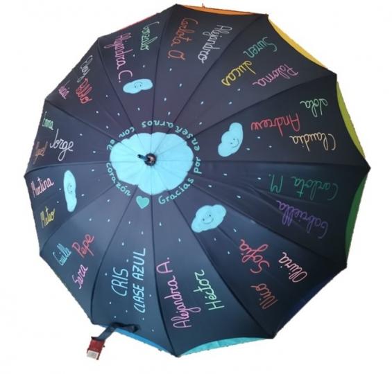 Paraguas con el nombre de los niños